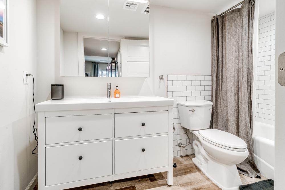 1-bed_1-bath---Bathroom-web-res.jpg