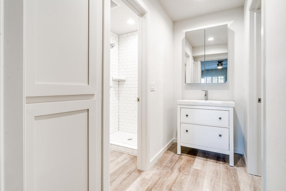 2-bed_2-bath---Master-Bathroom-web-res.jpg