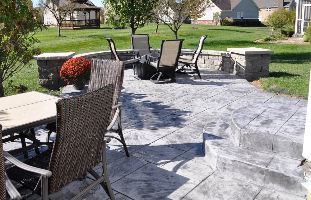 Patio Stamp Large Ashlar Slate, sable base color, charcoal gray release, Highland freestanding wall in Oxford charcoal