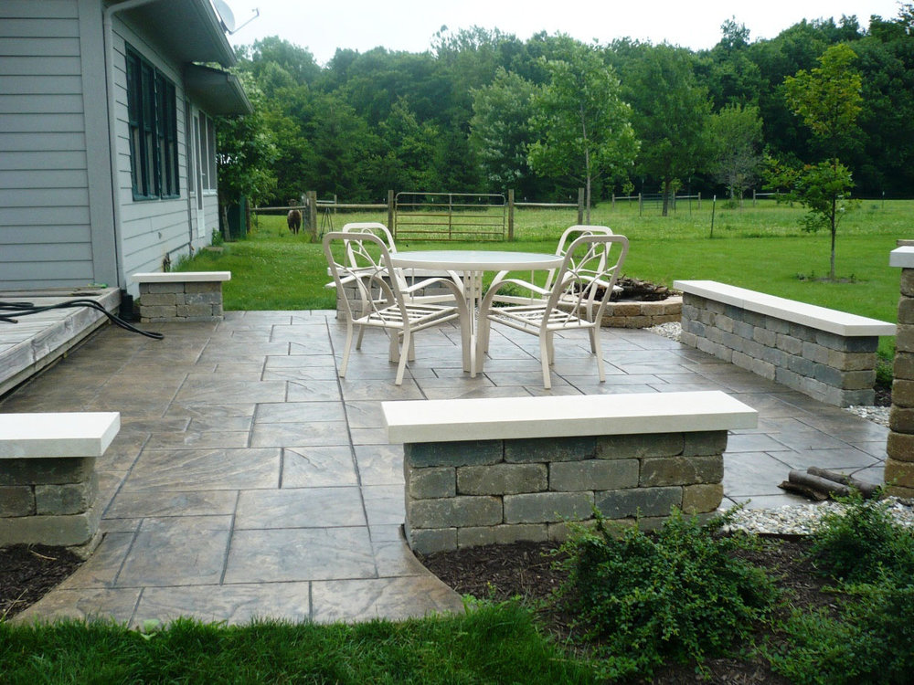 Large Ashlar Slate Stamp with Mesa Buff color and Light Charcoal Release with sitting walls