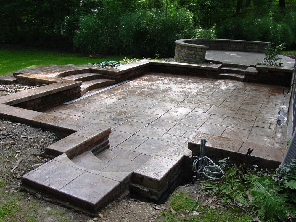 Large Ashlar Slate Stamped Patio with Mesa Buff Color and Autumn brown Release and Wall Top