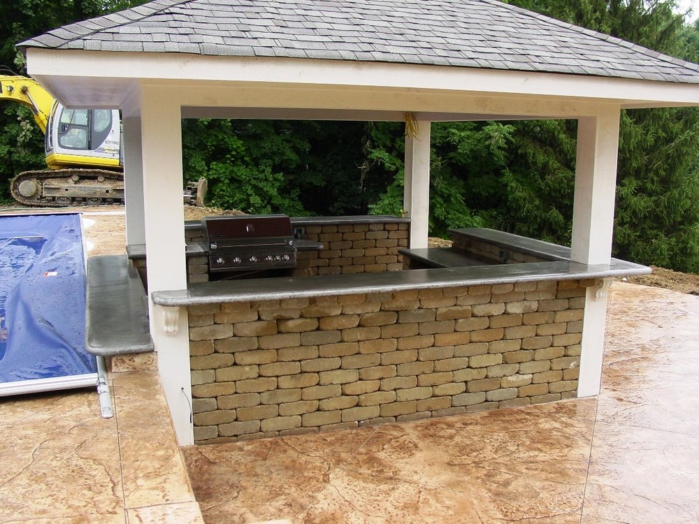 Old Granite Texture with Cameo Color and Autumn Brown Release Pool Deck with outdoor kitchen with Davis Color Pewter countertop