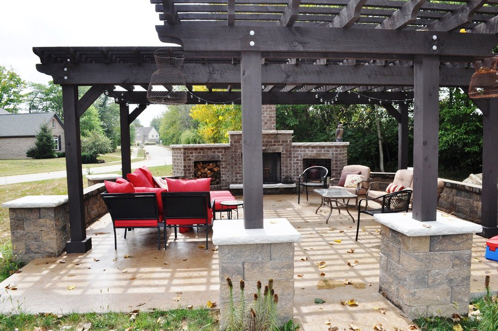Patio,Textured Roman Slate, Mesa Buff, Autumn Brown, Fireplace- smoky mountain, hickory, Wall and columns