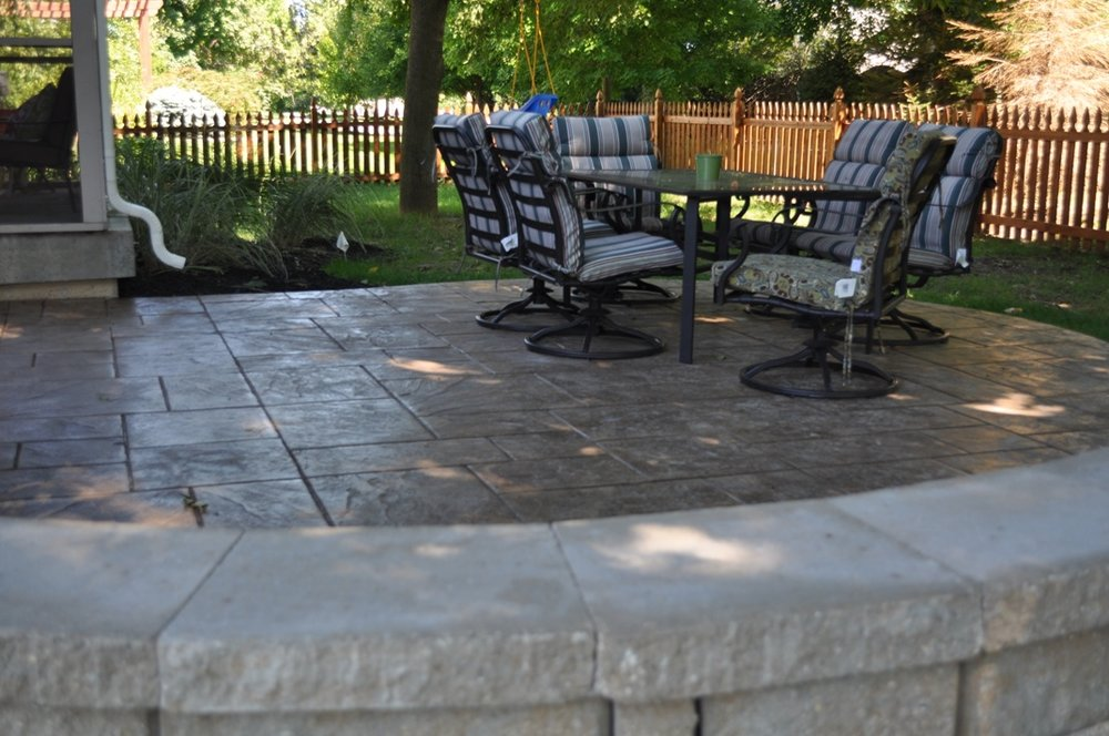Stamped, Large Ashlar Slate, Mocha, Autumn Brown Release, Limestone Wall