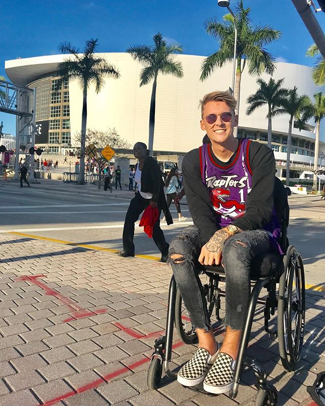 Well at least Sam and I had some fun at the game 🎉😎 . . #spinalcordinjury #sci #goingthedistance #miami #paralysis #recovery #future #like #wheelchair #thankful #motivate #hustle #sucsess #influencer #inspire #goals #blessed #Miamiliving #brickell #insta #nba #toronto #raptors #miamiheat