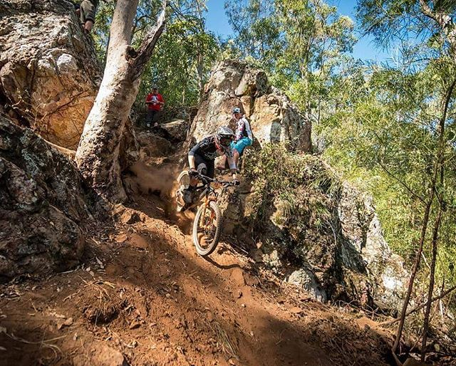 @jborg24 ripping down the first chute on Trap Door. (Stage 5) Do you have what it takes to complete our all new double black, expert trail? @fortheridersmtb @kwtbikes @joesnoflatsaus #enduro #seqenduro