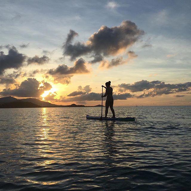 Stand up paddle boarding in front of a Koh Samui sunset 🌅 #travelarchitectsau⠀ 📷: @isupsamui⠀ .⠀ .⠀ .⠀ .⠀ .⠀ #kohsamui #travelinspiration #travelersjournal #adventurehunt #breathakingview #takemethere #islandliving #islandlifestyle #in2nature #outside_project #wildway #awesupply #liveyouradventure