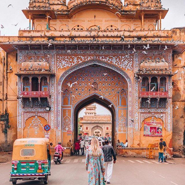 Adventure awaits within the Jaipur City gates 📷: @theviewswechase #travelarchitectsau ⠀ .⠀ .⠀ .⠀ .⠀ .⠀ #incredibleindia #travelindia #jaipurdiaries #rajasthan #adventureawaits #exploreyourcity #lifeisanadventure #awesupply #takemethere #travelinspiration