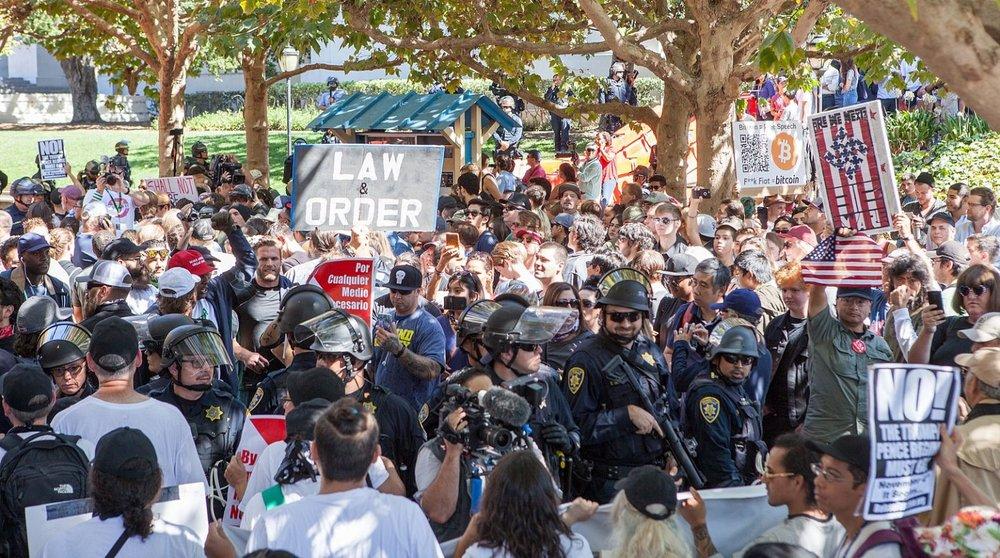 1600px-Berkeley_Free_Speech_Week_protest_20170924-8855-1536x857.jpg