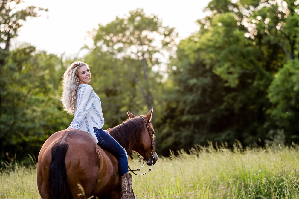 - BARN PACKAGE BASE | $20025 minute session, one outfit5 fully edited digital images from session with print release