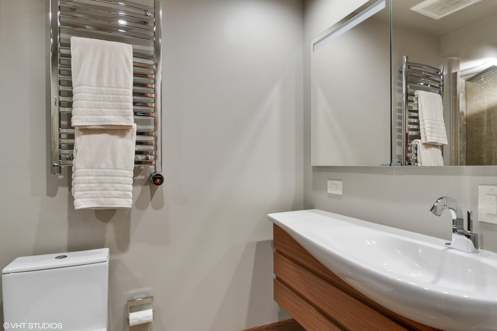24_175EDelaware_9008_8_Bathroom_HiRes.jpg