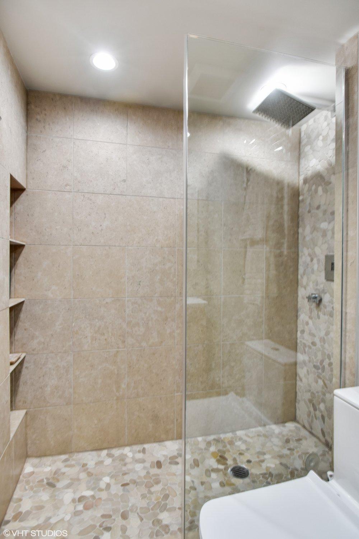 26_175EDelaware_9008_8002_Bathroom_HiRes.jpg