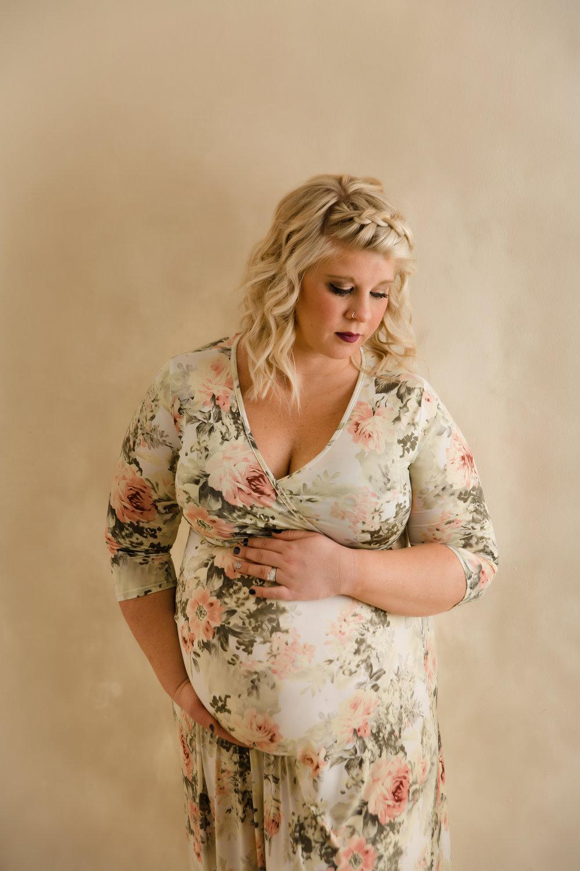 BEst maternity photographer in columbus ohio
