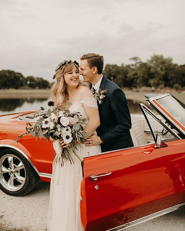 What are your thoughts on having a classic car in your wedding? ✶ ✶ ✶ ✶ We LOVE the vintage touch that it adds to the special day.