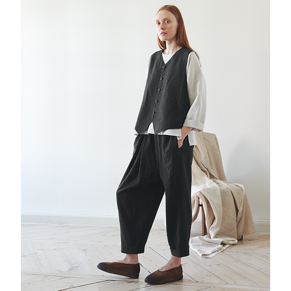 Black Pants with Pleats and Cuffed Hems
