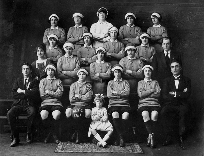 Latrobe Ladies' Football Club, 1921 - (www.withtheballatherfeet.com.au)
