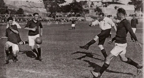 Jack Elkes of England shoots for goal in the match against Western Australia at Fremantle Oval on 9 May 1925. The Western Australian players from the left are T Boyle, Richard Utting, the skipper, and Harold Boys. - (http://sesasport.com)
