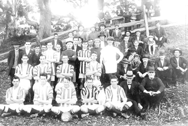 1921 – First Grade & Supporters - Balgownie RangersTop Row: Herb Masters, Tom Batey, Peter HunterMiddle Row: Scotchy Learmont, Scamp Johnson, Dick Johnson, Hilly JohnsonFront Row: George Guest, Dave Ward, Judy Masters, Tommy Thompson, Arther McMahan