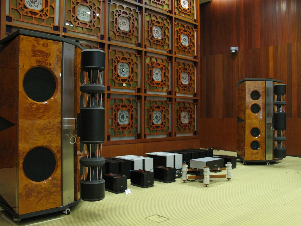 Emperor MK II loudspeakers in papple cluster | Guangzhou Show 2009, China