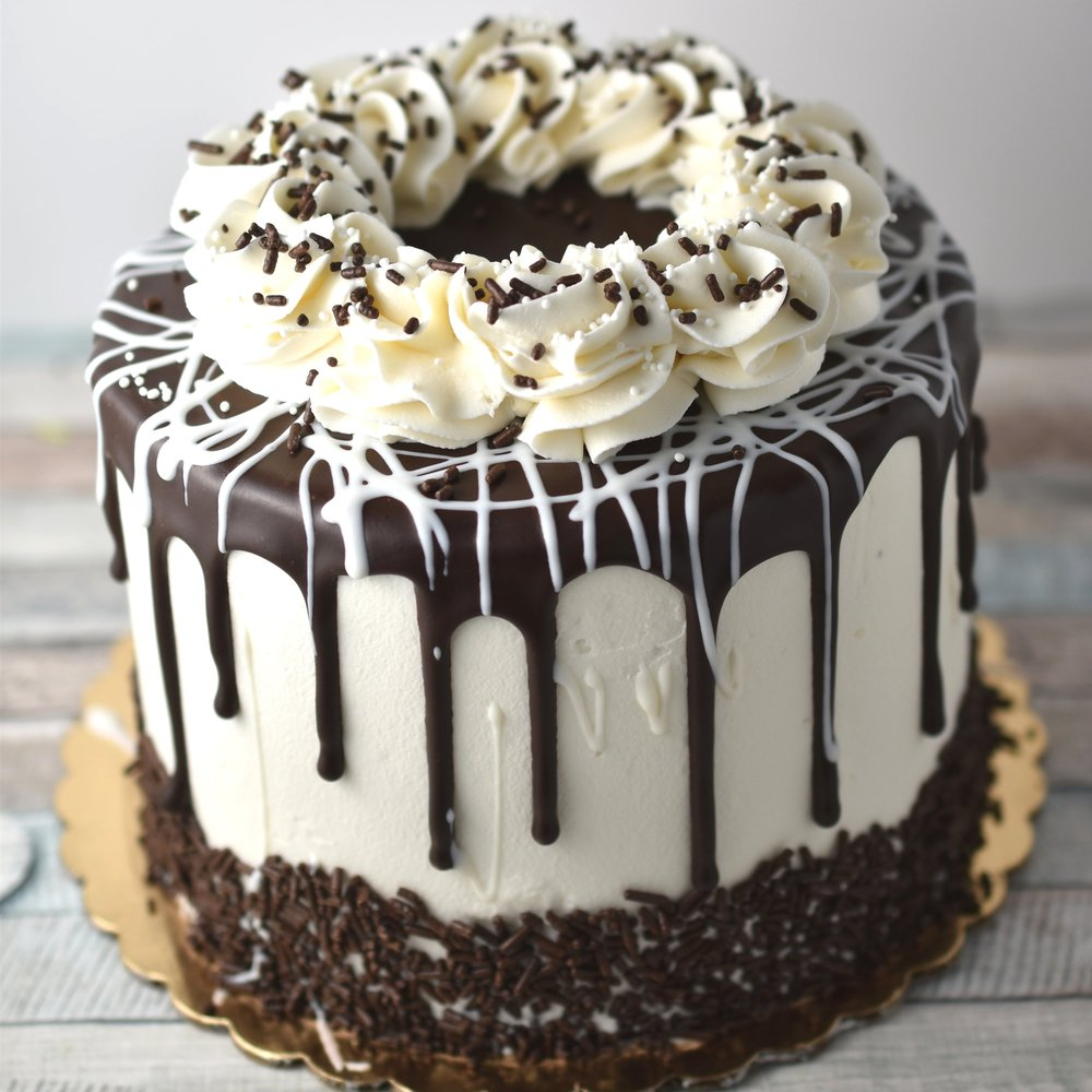 Black & White - You want the best of both worlds? You can have it with this cake! Please both the chocolate obsessed and the vanilla lovers. Dreamy ganache filling, whipped vanilla buttercream, and alternating layers of chocolate and vanilla cake.