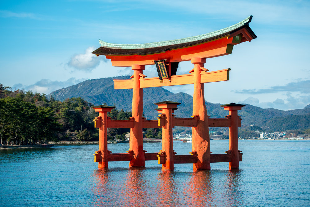 Itsukushima Gate, image from Wikimedia Commons © Jeordy Meow