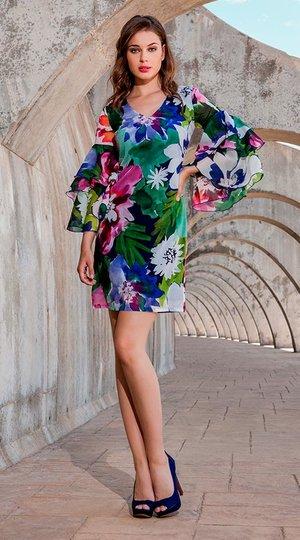 4d5d1cc7a9 Vestido corto floral con mangas acampanadas