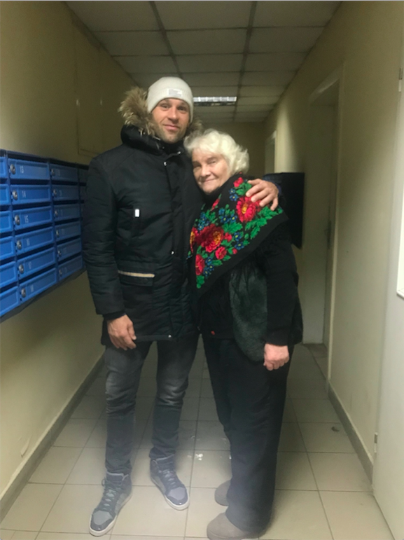 Peter Santenello hugs old woman in Kyiv, Ukraine