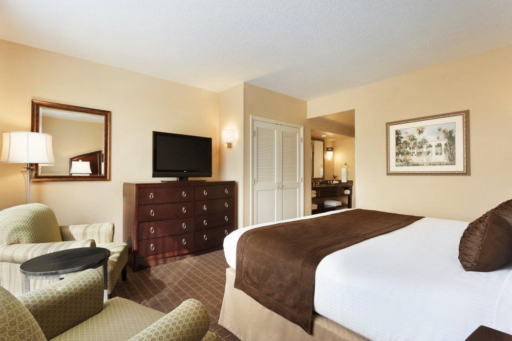 9A - Rooms - Deluxe KING - bedroom.jpg