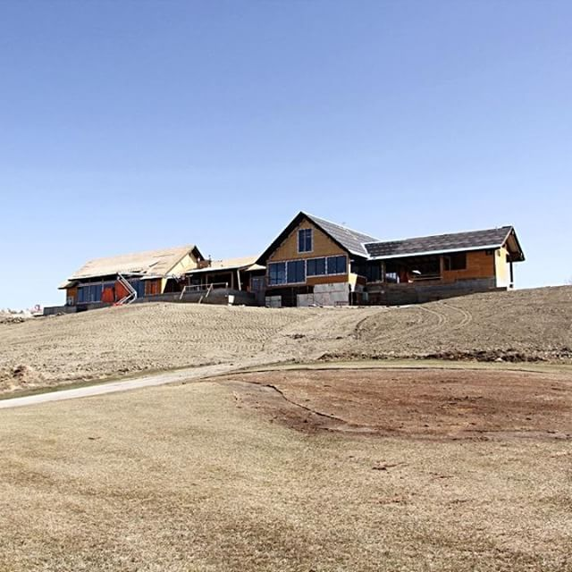 BEARSPAW || A little throwback to the early stages of the @golfbearspaw project. Can't believe how far its come. It is going to be such an amazing space, we can't wait to share it with you! . . . #Macleodbuilders #construction #yycconstruction #macleodandproud #yycbuilders #macleodbuilt #contracting #meetthemakers #yyccontractors #yyccontracting #yycconstruction #macleodbuilders #beforeandafter #transformation