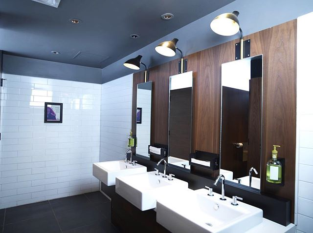 RESTAURANT RENO || A look at the bathroom renovation we completed at @earlscrossroads in Edmonton. Classic Earls style with MacLeod quality. . . . #macleodbuilt #macleodbuilders #macleodandproud #earlskitchenandbar #earlsedmonton #restaurantrenovation