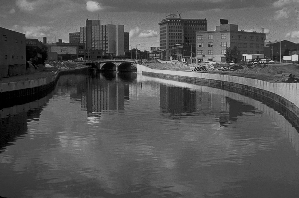 Flint_River_in_Flint_MIchigan.jpg