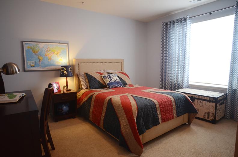 Boy's-comfortable-bedroom_AFPInteriors