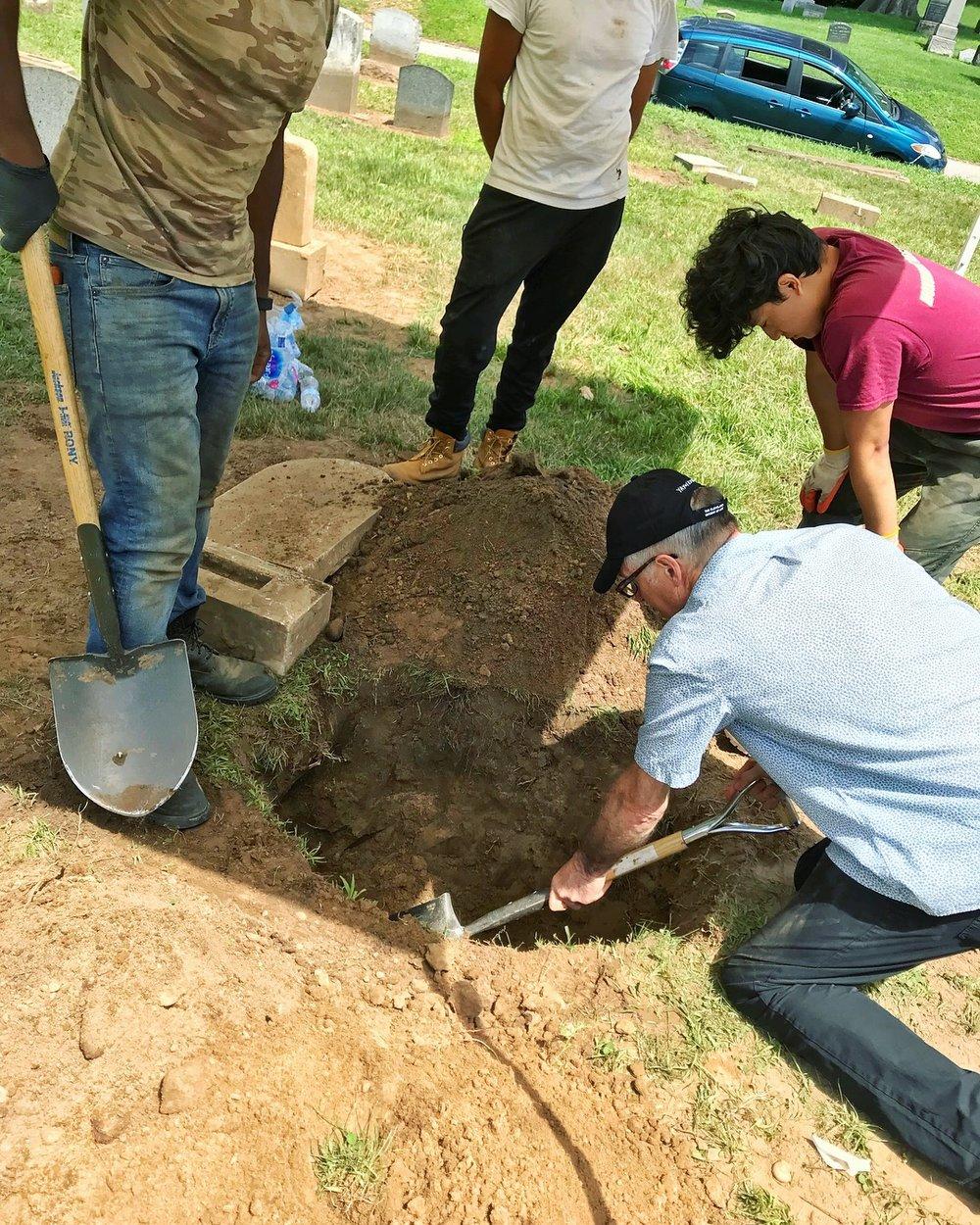 Dexter Digging-Green-Wood-Preservation Volunteers-2018.jpg