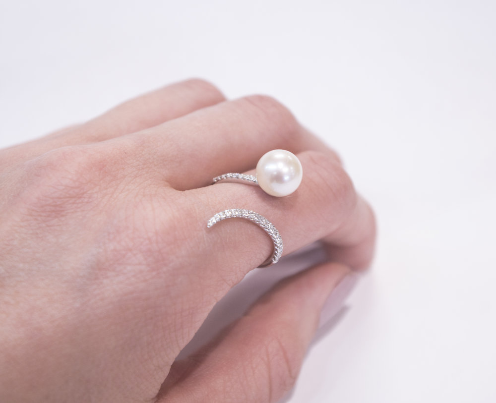 Modern Dia and pearl ring.JPG