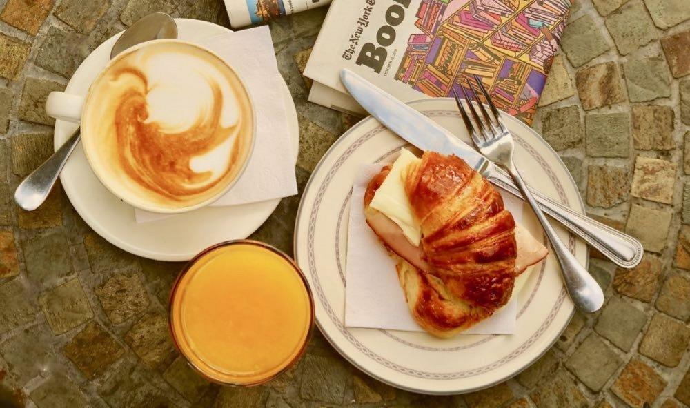 OPTION 2: CAFE CON LECHE, MAFALDA AND ORANGE JUICE