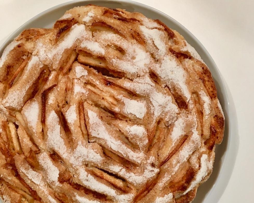 JULIA'S APPLE CAKE