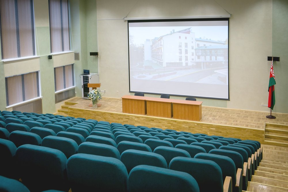 cinema-2081795_1920.jpg