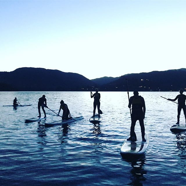 Had a squad out afew nights back from @kiwiexperience and they had a hoot! . . . . . . . . #glowworm #caves #paddleboarding #beautifuldestinations #rotorua #paddleboard #paddleboardrotorua