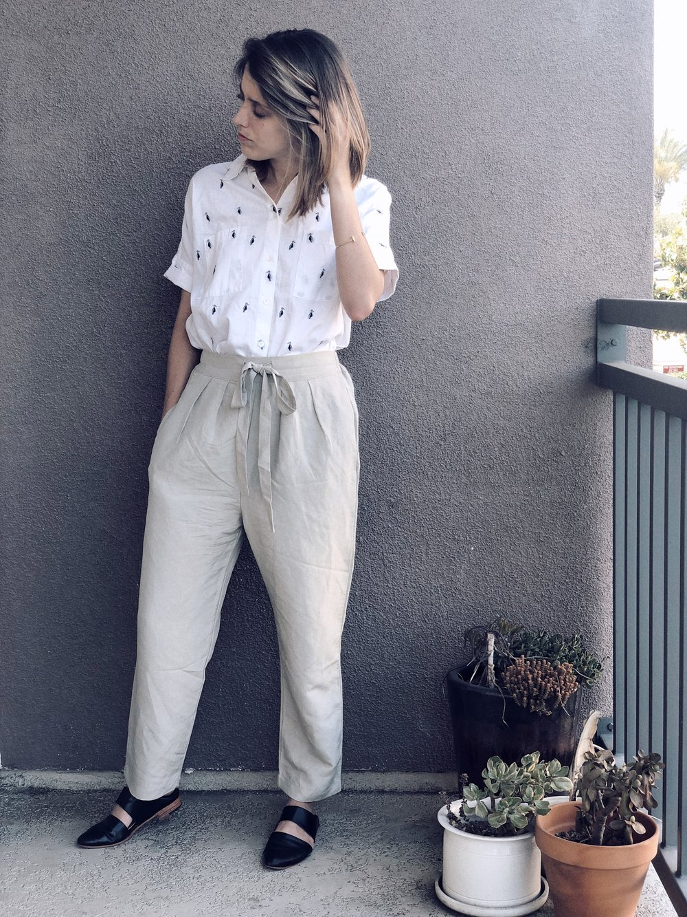 Top- Madewell via Poshmark; Pants- Ozma of California; Mules- ZouXou Shoes