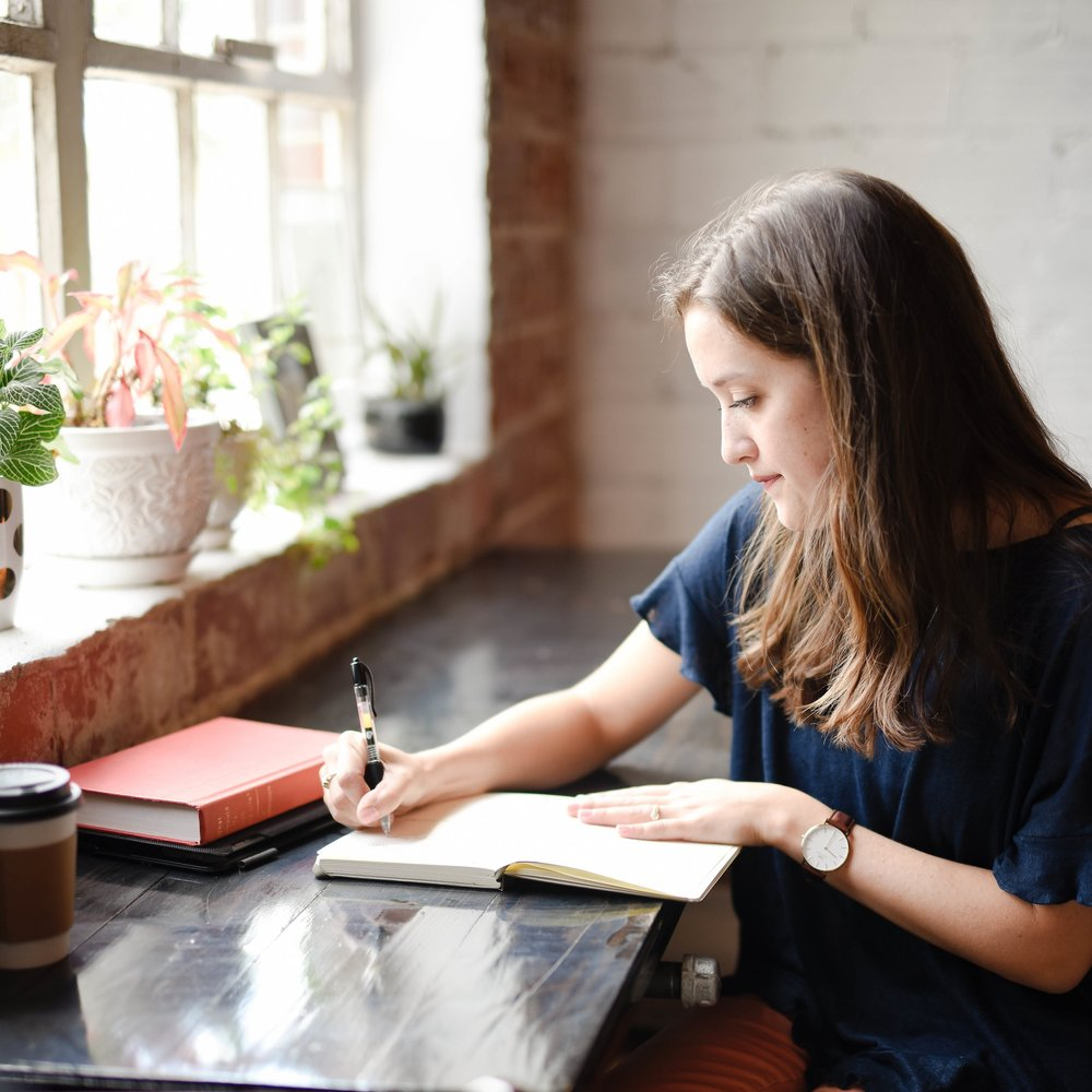 How to keep a positive journal, photo by Hannah Olinger via Unsplash