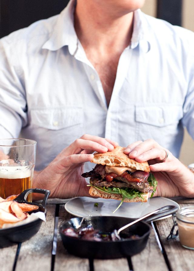 Garlic-and-ginger-beef-gourmet-sandwich_P.jpg