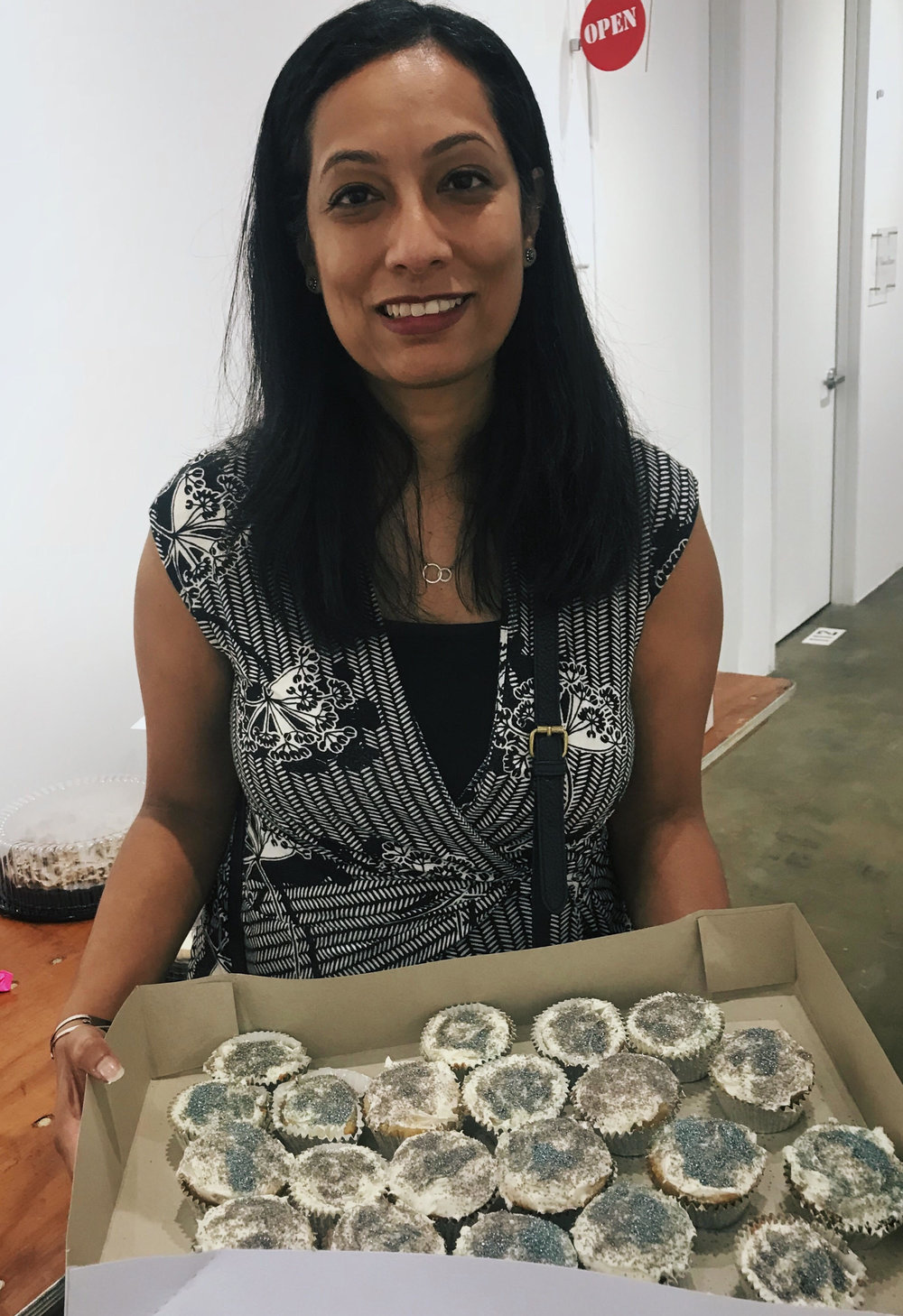 Shubhra supported the NAMI Depressed Cake Shop 2018 Event by baking gray cupcakes for the fundraiser.