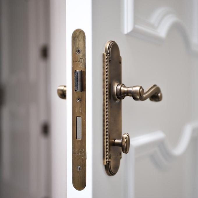Door 01.jpg