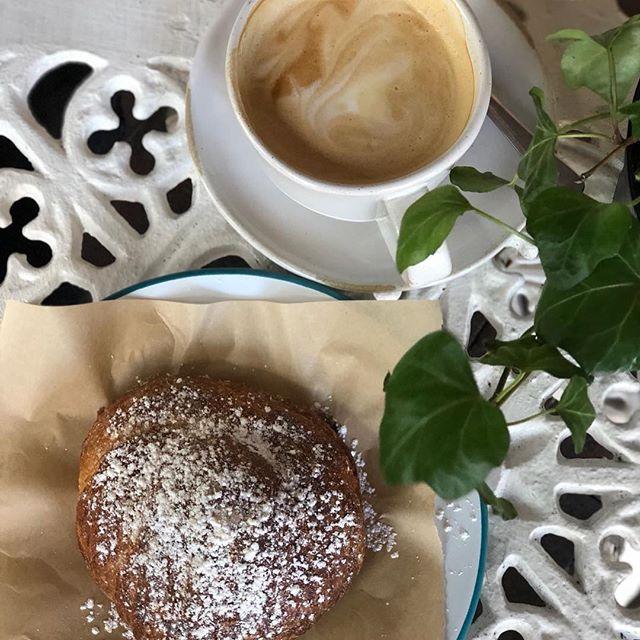 Be present with a #happycroissant #whitechocolatecroissant 😋