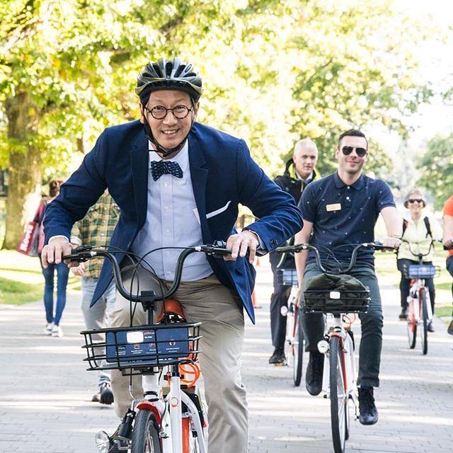 UBC president, Santa Ono enjoying his ride at yesterday's launch event. 🎉🚲 . . . . . . . #cycling #biking #bikes #summer #sun #trail #sea #lakes #nature #city #healthylifestyle #fitness #travel #photooftheday #relaxing #meditation #health #britishcolumbia #kelowna #ubc #okanaganlifestyle #vancouver