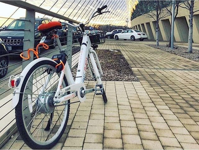 Tackle the hills with some boost. 💪🏼 . . . . #kansascity #innovation #micromobility #mobility #cycling #biking #bikes #photooftheday #transportation #technology #tech #bikewalkkc #ridekc #dropmobility #ebike #rider #city #power #electric #boost