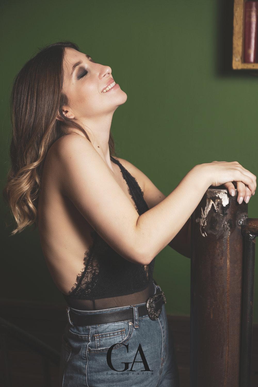 Experiencia Wonderland - Compartimos la increíble experiencia que vivió Constanza Mor, nuestra ganadora se entrego al profesionalismo de Gabriel Aránguiz y Catalina Zambelli. Gracias por su trabajo y felicitaciones por estas hermosas fotos en nuestro espacio.Modelo @constanza.morFotografía @ph.aranguizp.portraitMakeup artist @catazambelli.makeupLocación @Wonderlancafechile