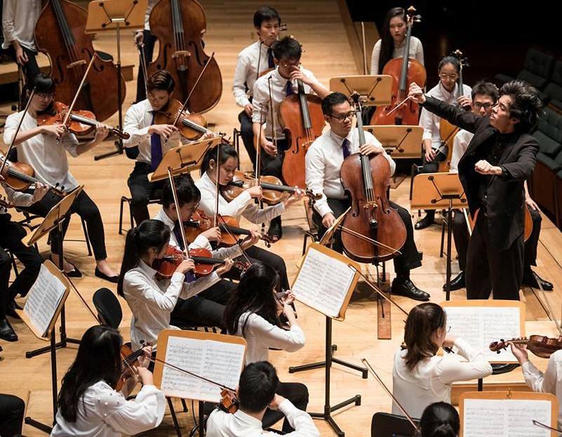 Tengku+Irfan+conducting+MYPO+Esplanade+Singapore.jpg