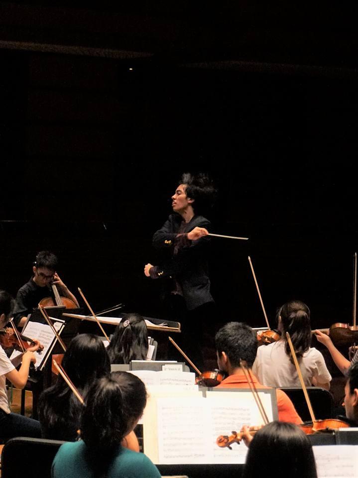 Tengku Irfan conducting MPYO Dewan Filharmonik Petronas.jpg