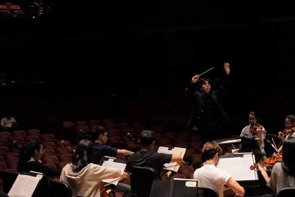 Tengku Irfan conducting MPYO Dewan Filharmonik Petronas 2.jpg